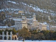 Italy, Umbria, Gubbio, Consoli's Palace and the Roman Theater at sunrise in Winter — Stock Photo