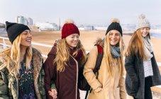 Gijn, Asturias, Spain, young women walking in city — Stock Photo