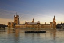 Palace of Westminster, Houses of Parliament and Big Ben, Westminster Bridge, London, England — Stock Photo