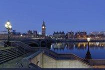Palacio de Westminster, Casas del Parlamento y Big Ben, Westminster Bridge, Londres, Inglaterra, Reino Unido, Europa - foto de stock