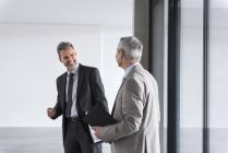Businessmen discussing in office building — Stock Photo