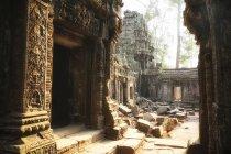 Стародавні руїни храму денний час — стокове фото