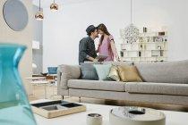 Portrait de couple touchant nez dans le magasin de meubles — Photo de stock