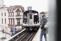 Man waiting for metro at train station — Stock Photo