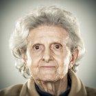 Retrato de una anciana - foto de stock