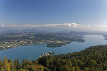Austria, Carinthia, Lake Woerthersee, view to Klagenfurth — Stock Photo