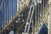 USA, new york city, george washington bridge mit autos — Stockfoto