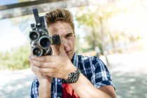 Young man filming with old-fashioned camera — Stock Photo