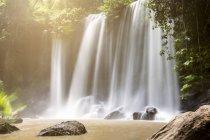 Камбоджа, Національний парк відділяють Kulen, видом на водоспад — стокове фото