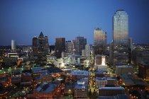 USA, Texas, veduta aerea dello skyline di Dallas al tramonto — Foto stock