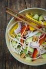 Insalata di pasta di vetro con le verdure — Foto stock
