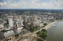 США, штат Теннессі, пташиного польоту міста Мемфіс і річки Міссісіпі — стокове фото