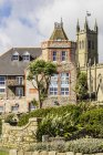 UK, Cornwall, Pezance, view of houses during daytime — Stock Photo