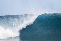 Вид большой волны в дневное время — стоковое фото