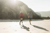 Young couple running on the beach, france, crozon peninsula — Stock Photo