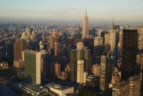 Fotografía aérea del distrito financiero de New York City Midtown en la madrugada, EE.UU. - foto de stock
