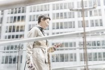 Business woman on the go with cell phone and earphones, New York City, USA — стоковое фото
