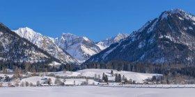 Allemagne, Oberstdorf, Lorettowiesen, paysage montagneux en hiver — Photo de stock