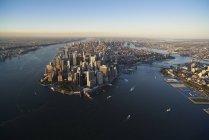 Luftaufnahme von New York City und Manhattan Island von oben New York Harbor, USA — Stockfoto