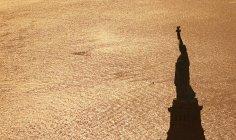 Stati Uniti d'America, New York City, Mostra alla statua della libertà da sopra — Foto stock