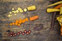 Частково нарізаний свіжої морквою — стокове фото