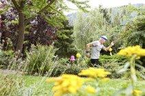 Senior man doing fitness training in garden — Stock Photo