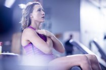 Young caucasian woman exercising in gym — Stock Photo