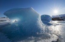 Vista diurna di blocchi di ghiaccio su un ghiacciaio, Islanda — Foto stock