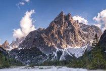 Италия, провинция Беллуно, Hochpuster долина, Природа парка Tre Cime, Доломиты Секстен горный хребет — стоковое фото