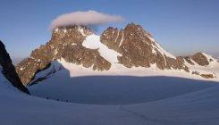 Mountaineers starting from the Bertol Hut — Stock Photo