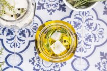 Bicchiere di pecorino tagliato a dadini — Foto stock