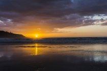 Coucher de soleil sur la plage — Photo de stock