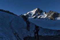 France, Chamonix, Mountaineers at the Aiguille du Chardonnet — Stock Photo