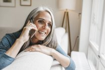 Smiling woman with cell phone — Stock Photo