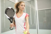 Female paddle tennis player on court — Stock Photo