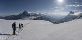 Switzerlalnd, Mountaineers heading to Matterhorn and Wandfluehorn — Stock Photo