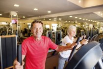 Senior man and mature woman in gym — Stock Photo