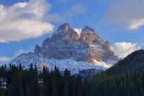 Drei Zinnen peaks in morning light — Fotografia de Stock