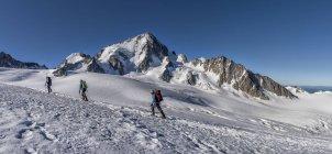 Франция, Шамони, альпинистов на Эгюий дю Шардоне — стоковое фото