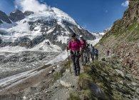 Switzerland, Mountaineers at Dent d'Herens — Stock Photo