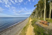 Praia e bancada da manhã — Fotografia de Stock