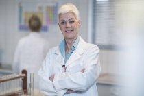 Portrait of confident senior woman in lab — Stock Photo