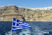 Грецький прапор з Фіра — стокове фото
