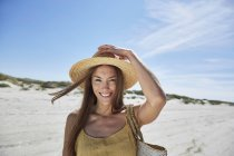 Portrait of smiling young woman on the beach — Stock Photo
