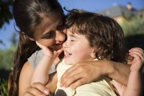 Feliz madre y su hijita - foto de stock