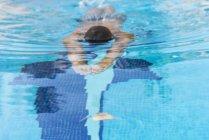 Man swimming in the pool — Stock Photo