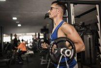 Man lifting barbell — Stock Photo