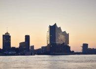 Germania, Amburgo, vista alla Filarmonica dell'Elba al tramonto — Foto stock