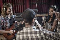 Rockband-Probe im Tonstudio — Stockfoto
