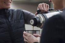 Zwei Frauen bei einer Kaffeepause — Stockfoto